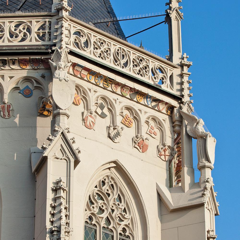 Wappenfries am Chor der Ritterkapelle
